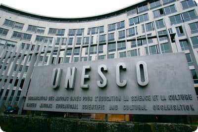 unesco_sign_and__building